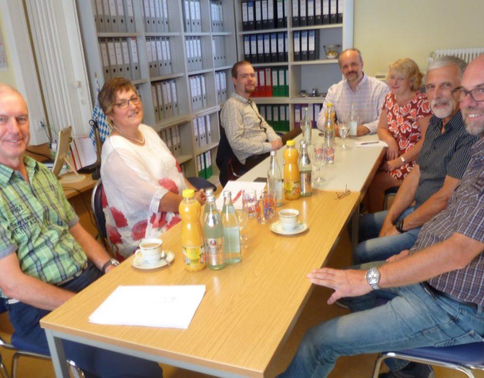 Auf dem Foto von links nach rechts: Jens-Uwe Homann (Berater), Catrin Riedl, Daniel Schneider (Bezirkstagskandidat), Markus Kubatschka (Landtagskandidat), Staatssekretärin Rita Hagl-Kehl, MdB, Franz Jennig ( Vorsitzender) und Rolf Halatta (Berater)
